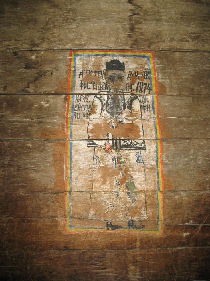 """Portretul votiv al lui Petru Diaconescu (primarul care a realizat pictura bisericii din Timiseni, Gorj) ni-l înfăţişează în costum popular gorjenesc (""""schileresc"""")."""