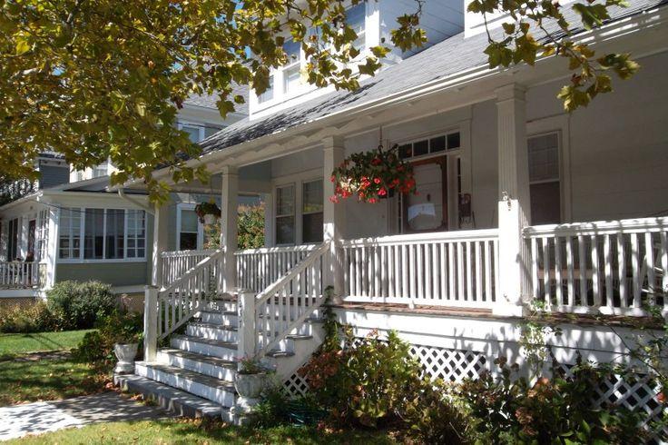 On raske kujutleda eramut ilma veranda, terrassi või rõduta, sest need on kohad, kus saad lõõgastuda ja perega aega veeta. Täida oma veranda või terrass meeldiva mööbliga, lisa kaunid aksessuaarid ja ümbritse end killukesega loodusest— too sinna taimed, mis sulle meeldivad. Nii sünnib sinu enda väike paradiis!