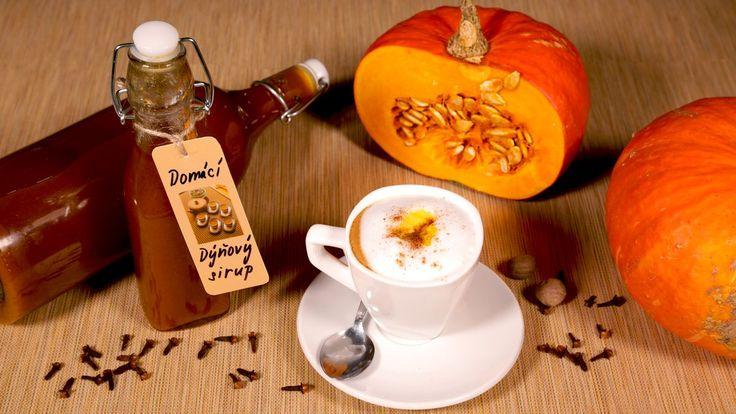 Receptů z dýně jste zřejmě vyzkoušeli už nespočet, ale což takhle sladký dýňový sirup třeba do kávy? Že o něm slyšíte poprvé? Pak ho určitě vyzkoušejte! Krásně voní a zpříjemní vám podzimní sychravé dny.