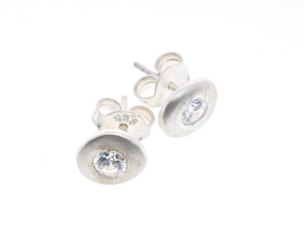 Crystal Pebble Silver Stud - by Heidi Hoff at HeidisHoff.no Simple and delicate everyday stud in silver decorated with a zircon.