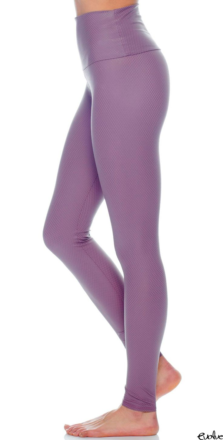 Get ready for springtime with these Purple Haze high rise leggings from Onzie! Shop new styles now at www.evolvefitwear.com.