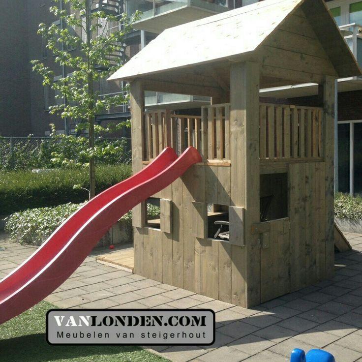 Speelhuis / speeltoestel met glijbaan van steigerhout. www.vanlonden.com