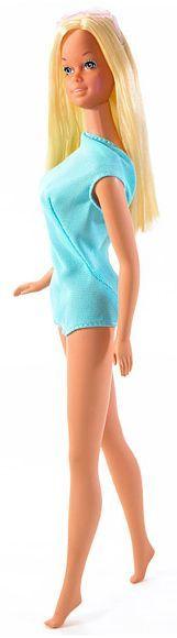 """""""Maria aveva preso la bacinella smaltata e la usava come piscina per le Barbie. Ne aveva due, una normale e una tutta nera con un braccio squagliato e senza capelli"""" (114)"""