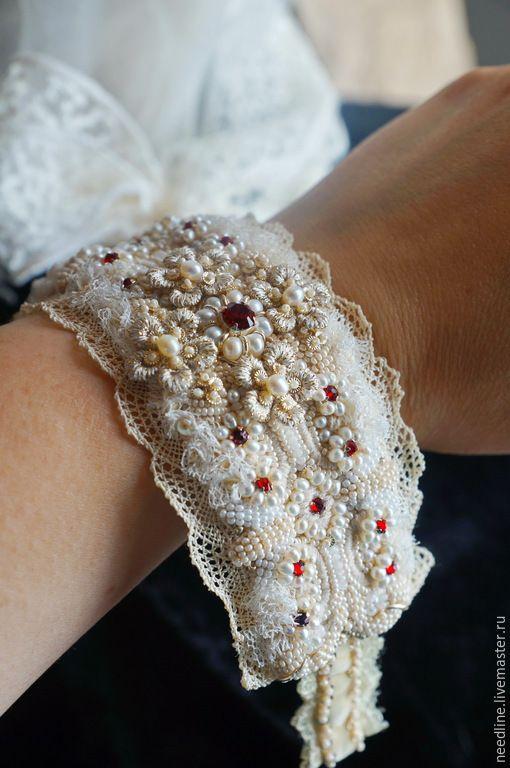 """Купить браслет """" Кружева ее Величества"""" - бежевый, красный, вышитый браслет, ручная вышивка"""