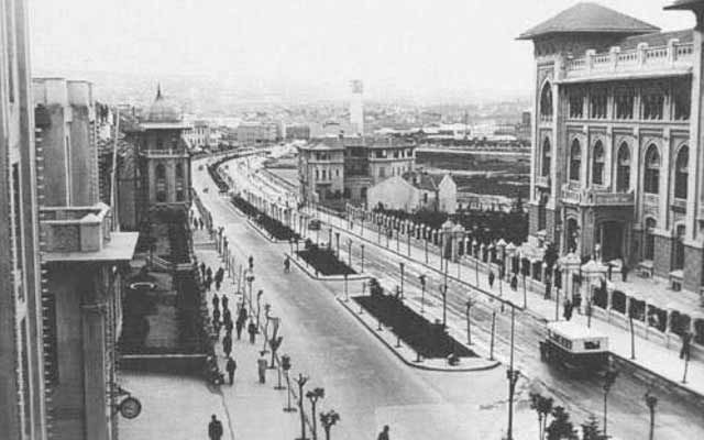 After 1940 in Ankara Boulevard and Red Crescent has made space socialization. One of the specific arrangements established itself as the capital of the new Republic show the most exuberant form is Atatürk Boulevard, i