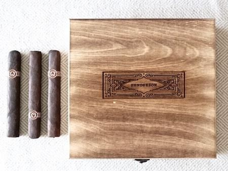 Groomsmen gifts are a tricky beast. Let's face it, it's probably the one time in your life you're going to buy all of your buddies something cool that doesn't flow out of a tap.So here's a quick guide to five great choices.