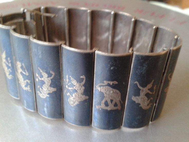Siam Silver Bracelet w. dancers & elephants