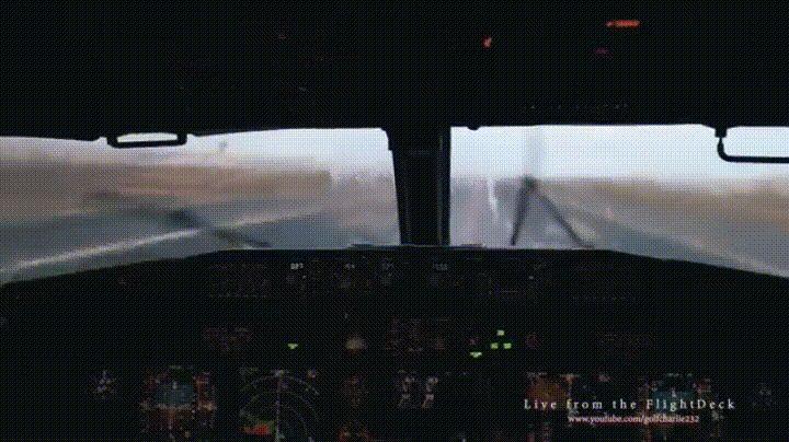 Фото: Вид из кабины самолёта.