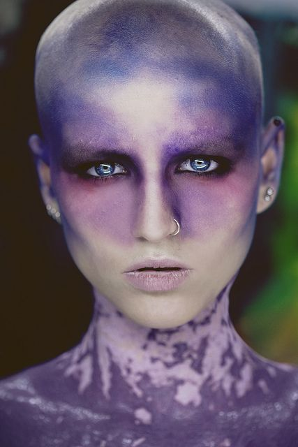 Karakter: Samler. Inspiration: ide til hud bare i grøn og ikke blå/lilla. Lånt fra Anni Scriblewib's inspirations side