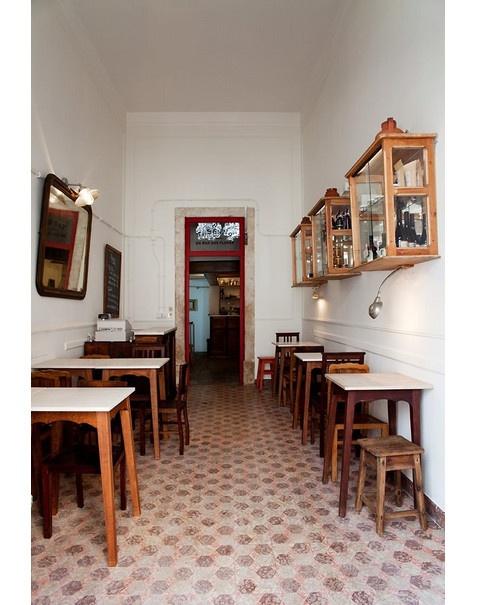 Taberna da Rua das Flores, Lisboa. http://www.vogue.xl.pt/lifestyle/sa%C3%ADda-de-emerg%C3%AAncia/3419-tabernas-n%C3%A3o-h%C3%A1-muitas.html#