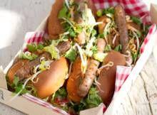 Thaise hotdogs met currymayo en gebakken uitjes - Recept - Allerhande - Albert Heijn