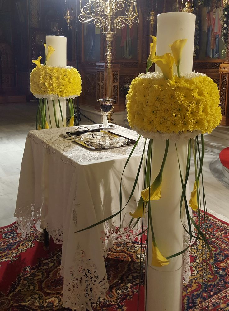 Όμορφο ζευγάρι λαμπάδων γάμου σε κίτρινο και λευκό χρώμα που είναι τόσο ζωντανό και φωτεινό.