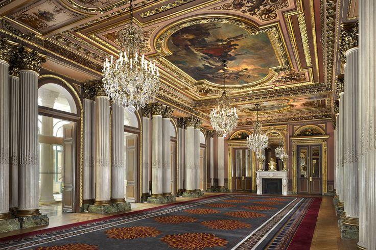Luxury hotel in the heart of Paris