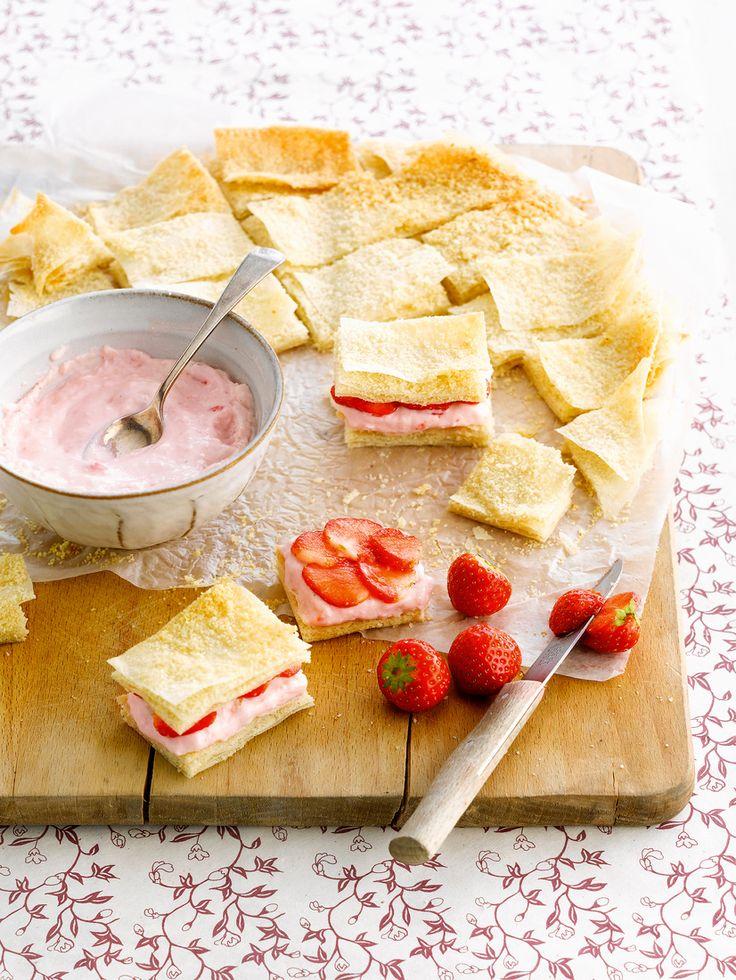 Filoteig mit Erdbeerquark | http://eatsmarter.de/rezepte/filoteig-mit-erdbeerquark