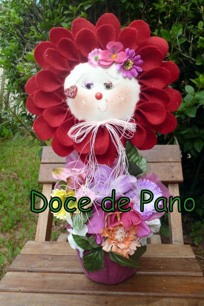 Flor confeccionada em Feltro, diversas cores. Usada como peso de porta, ou para decoração.  * Consulte-nos sobre cores disponíveis.