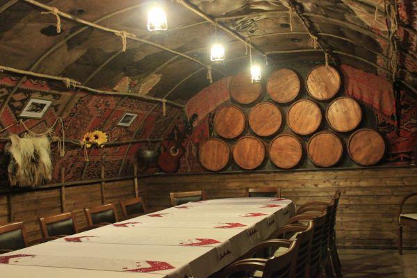 "украинская ресторация ""Кобзар"" (Тбилиси) - http://tbilisi.restorania.com/company/kobzar-ukrainskaja-restoracija-47333/"