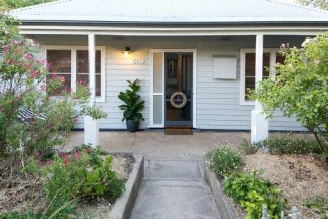 One On Last. Central with stunning, a Beechworth Cottage/ House | Stayz