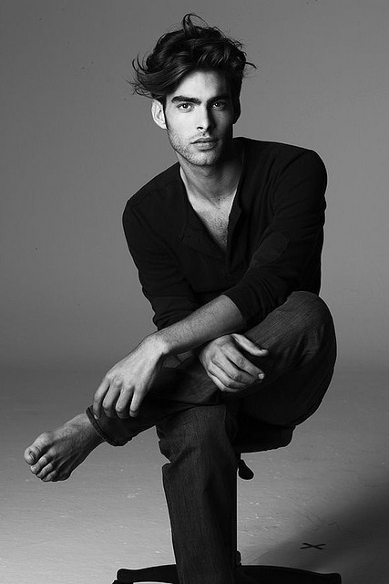 jon kortajarena, simply dressed in a black v neck sweater and jeans. #menswear #themodman