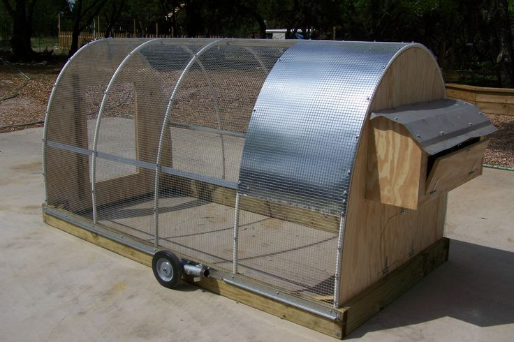 A space age coop or portable chicken run i 39 d like to see for Mobile chicken coop plans