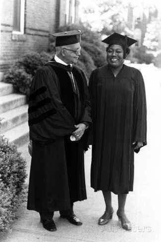 Actress Esther Rolle at Spelman College in 1976