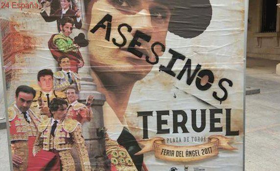 Boicotean, con pintadas de «asesinos», los carteles taurinos de homenaje a Víctor Barrio
