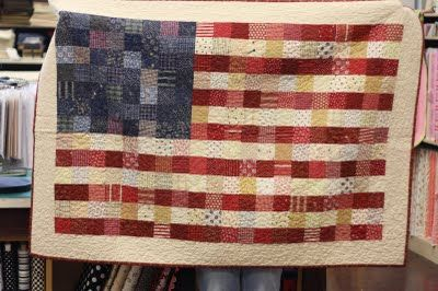 cute and easy ideaFlag Quilt, Cute Quilts, Americanquilt, Flags Quilt, Beautiful Flags, Quilt Flags, Scrappy Quilt, Qov Quilt, Easy Patriotic Quilts