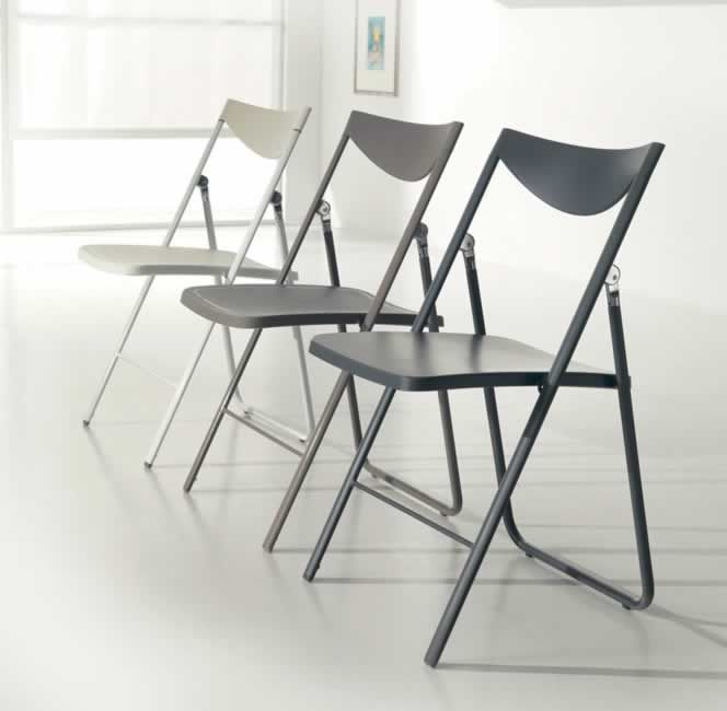 NOBYS, design: Giuliano Cappelletti ed Enzo Pozzoli architetti Metal frame folding chair, polypropylene seat and back. www.ozzio.com