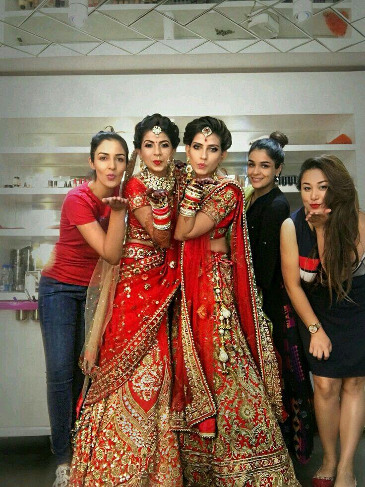 《WEDDING》 BRIDE♡ #bride #dress #red #lehenga #jewwlry #happyday #smiles #wedding #bestofday #weddingdress #bestday #ceremony #bridesmaids #bride #together #happy #romance #romanticday  #bestoftheday #bridesmaid #brides #weddingcake #family #weddingday #sm