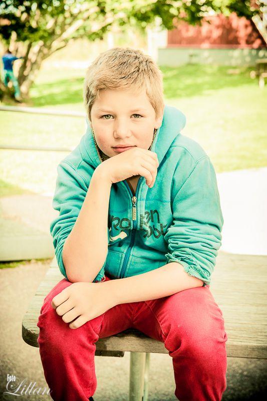 Denna #pojken fångade jag på bild när jag var på en #skola  This #boy I caught the picture when I was on a #school