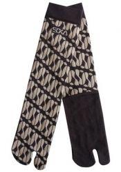 Kaos kaki soka essential corak batik parang warna coklat tua. Harga Rp. 19.900 / pcs. BBM 7D21F5CE SMS/WA/TLP 085736030048