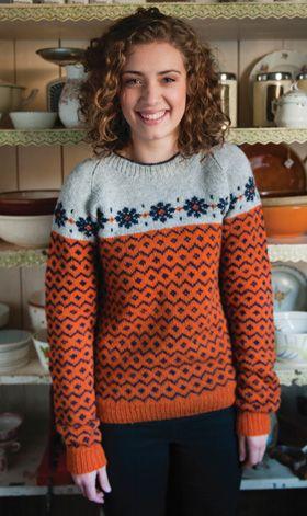 Gratis strikkeopskrifter! Den fine sweater er strikket med traditionelle mønsterborter, men i en ny og fin farvesammensætning