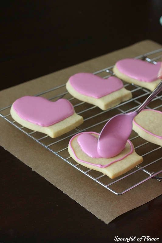 How to Decorate Cookies with Royal Icing   Spoonful of FlavorSpoonful of Flavor