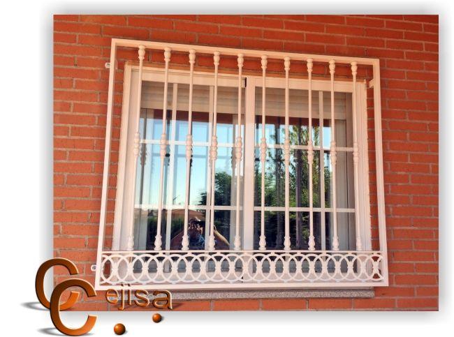 Reja para ventana con contraventana, verticales en redondo macizo con macollas para los arranques y terminales, macollas dobles al centro, solera en círculos en la parte inferior, pintura al horno en cualquier color.