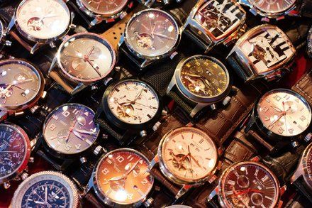 Dealers Online Sales Continue to Challenge Watch Brands