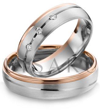 A39 Tíhnete spíš ke kombinaci červeného a bílého zlata, ale přáli jste si, aby to bílé převažovalo? Pak jsou pro vás tyto prsteny jako stvořené. Velmi komfortní zpracování je patrné již při jejich vyzkoušení. Dámský prsten je zdoben třemi brilianty zasazenými v lesklé diagonální linii. #bisaku #wedding #rings #engagement #brilliant #svatba #snubni #prsteny
