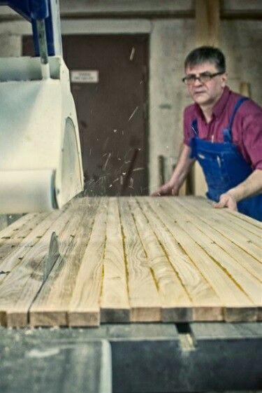 Naszą ideą jest ergonomia. Pracujemy z precyzją a nasze materiały są idealnie dobierane i poddawane obróbce. Odpowiednio sezonujemy drewno aby wydobyć jego piękno i trwałość.  #schodymika #schody #drewno #schodydrewniane