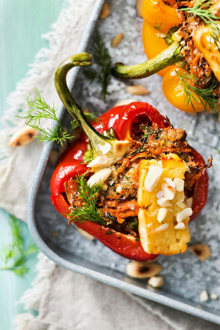 Täytetyt paprikat // Peppers with Quinoa and Halloumi Food & Style Elina Jyväs Photo Satu Nyström Maku 1/2015, www.maku.fi