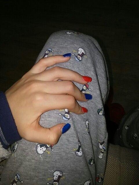 Cia a tutte ragazze  queste sono le mie unghie fatte ieri da me penso di essere abbastanza brava insomma sufficiente e voglio darvi un buon consiglio su come metterlo oppire solo la scelta di un colore !!!!! Per favore seguitemi