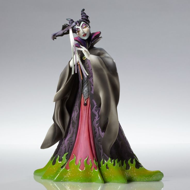 Sleeping Beauty - Maleficent Masquerade - Walt Disney Showcase Collection - World-Wide-Art.com - #disney #disneyshowcase #figurines #masquerade #sleepingbeauty #maleficent