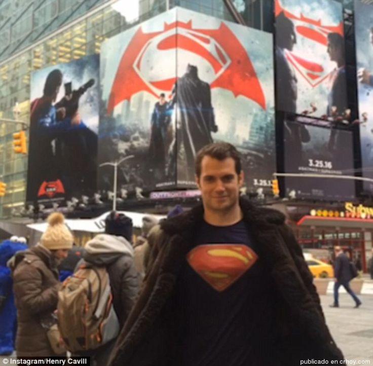 Henry Cavill pasa desapercibido con camiseta de Superman