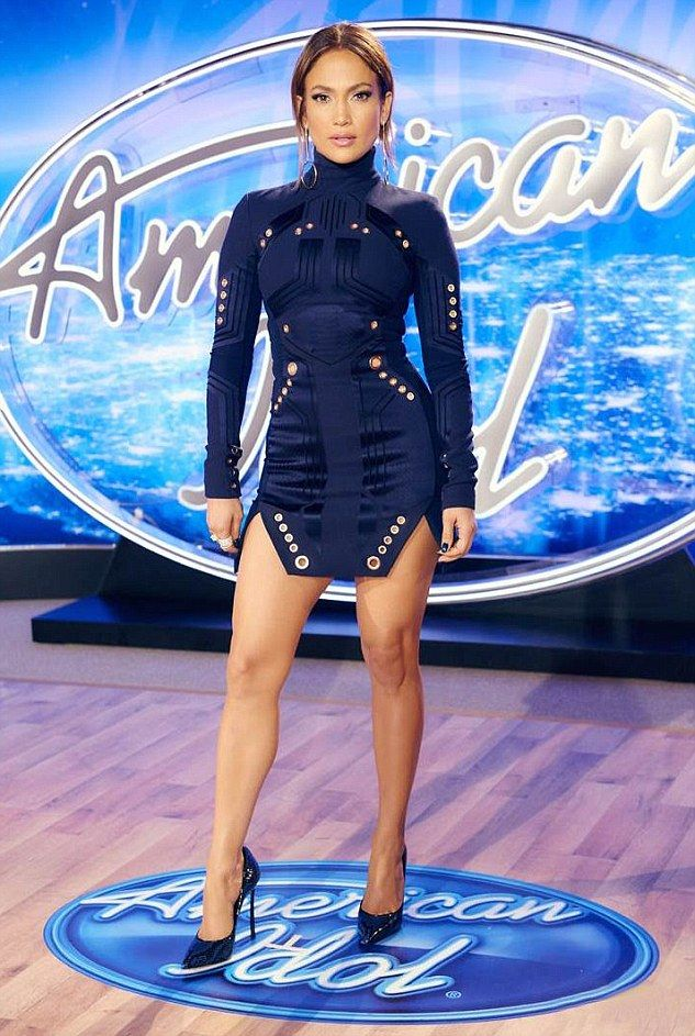 Jennifer Lopez Wears Skin Tight Dress To American Idol