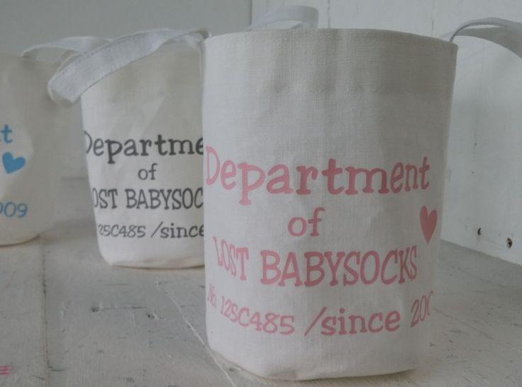 Stoffen mand voor babysokjes. Tekst : Department of lost Babysocks. Huiscollectie Op de Maalzolder. Sweet and Simple Things.