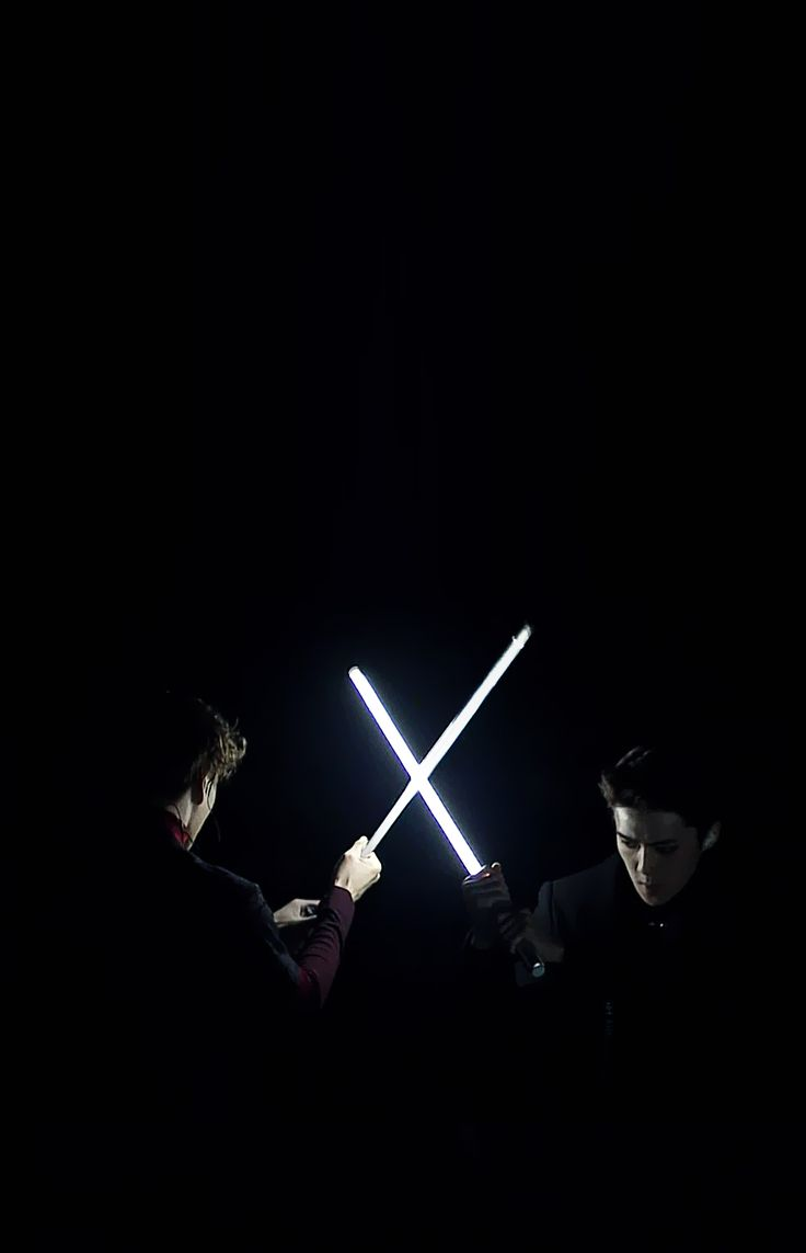 151202 EXO at 2015 MAMA (I still like this picture even tho the nerd in me is irritated that they are holding a lightsaber wrong ;p)