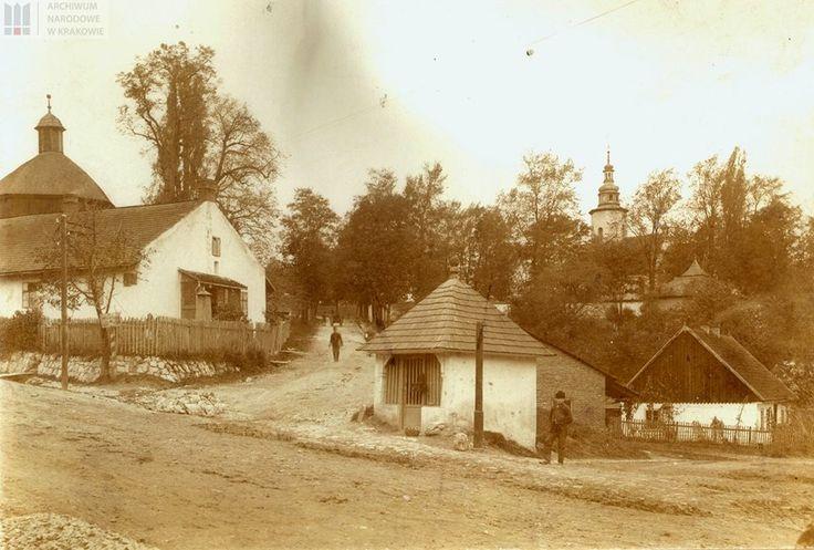 Salwator Fotografię tę wykonał Walery Eljasz Radzikowski, ok. 1904 r.Ulica św. Bronisławy. Oba budynki stoją do dziś A na miejscu chatki są wypasione apartamenty przy pętli tramwajowej.