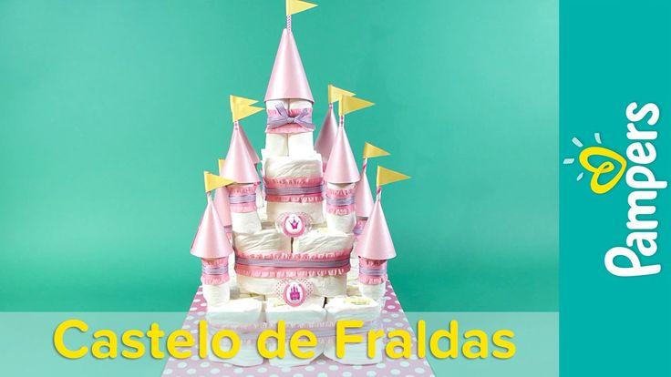 Pensando na decoração do seu chá de bebê? Siga este passo a passo e faça você mesma este lindo bolo de fraldas de castelo de princesa com alguns materiais si...