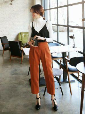 長袖タートルとキャミソールを合わせたレイヤードで脱マンネリ♡秋冬ファッションにも使えるキャミソールコーデ♡