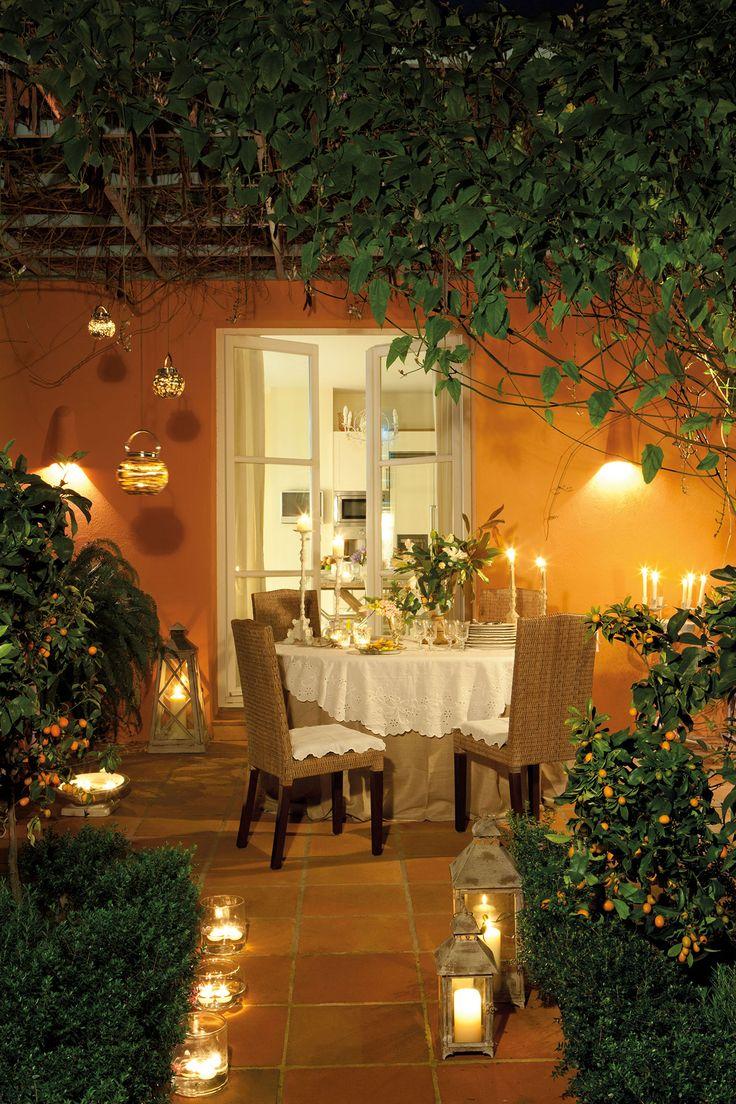Patios*: un oasis de paz y tranquilidad sin salir de casa. De día y de noche, un patio se aprovecha siempre.