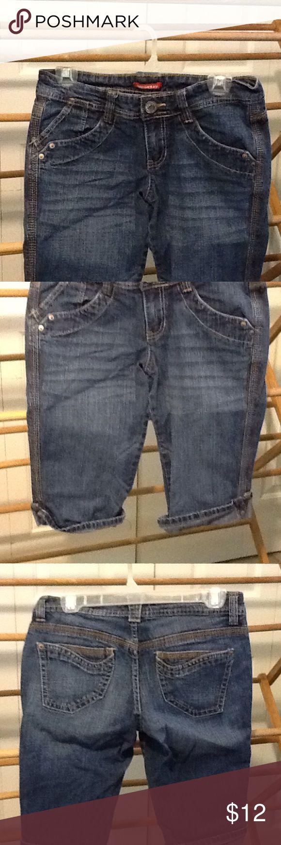 Union Bay Size 7 Juniors Shorts Denim Jeans Cotton and spandex size 7 denim Jean shorts Union Bay. Great condition. Low waist. Union Bay Shorts Jean Shorts