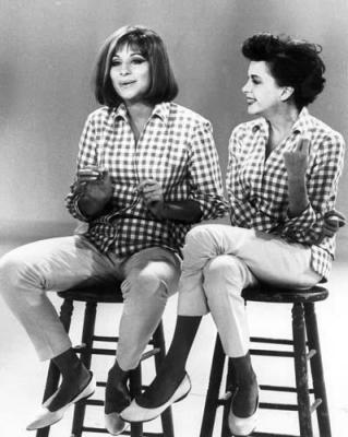 Barbara Striesand and Judy Garland (Large size)