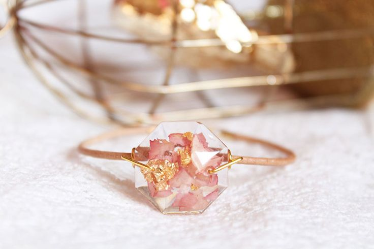 Lyuda, an artist based in Ukraine, takes flower petals, leaves and other bits of nature and uses them to create stunning jewelry. She combines these beautiful floral elements with shreds of gold leaf, freezing them forever in rings and gemstones made of crystal-clear resin.